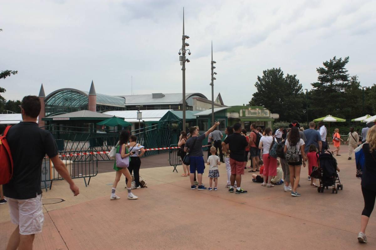 La privatisation de l'Esplanade par Disneyland Paris doit redevenir un espace public !